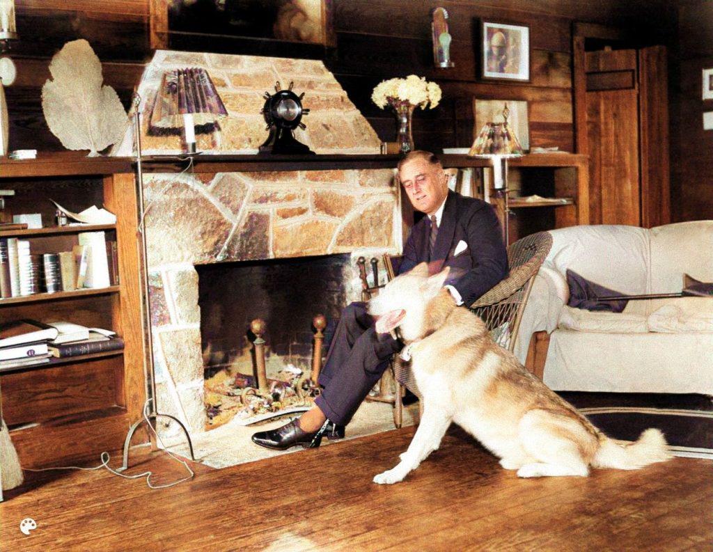 Franklin Roosevelt and dog